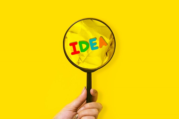 Vergrootglas en idee zoeken