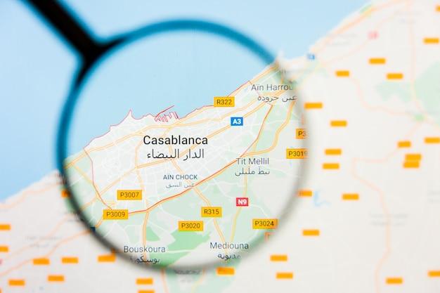 Vergrootglas op de kaart van marokko