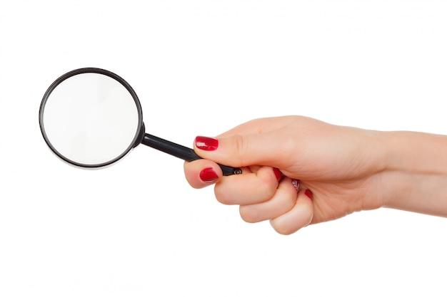 Vergrootglasglas in geïsoleerde vrouwenhand