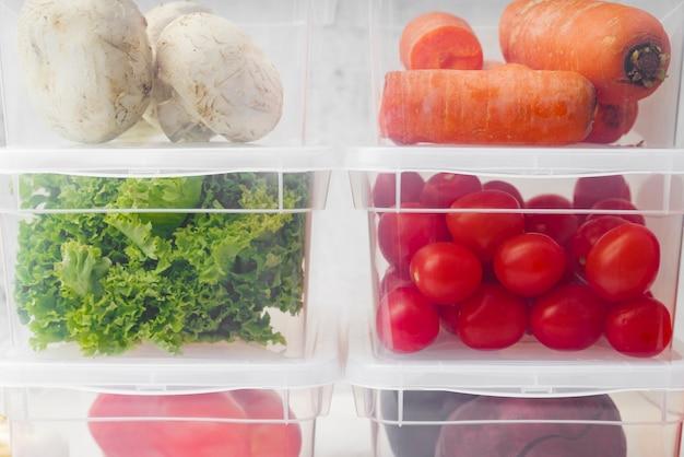 Vergrote weergave van groenten in dozen