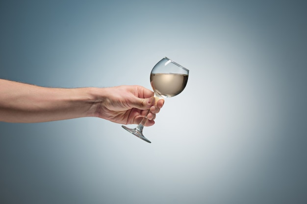 Vergrote weergave van witte wijn glas