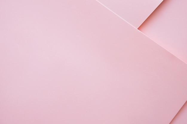 Verhoogde mening van roze gekleurde ambachtpapers
