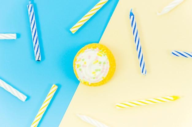 Verjaardag cupcake met kaarsen