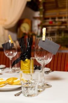 Verjaardag gasten tafel instelling