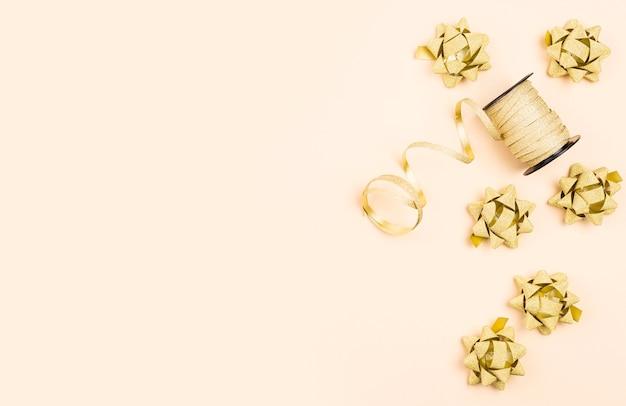 Verjaardag gouden linten met exemplaar-ruimte