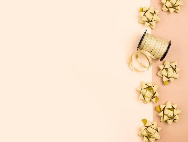 Verjaardag linten met kopie-ruimte plat leggen