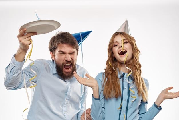 Verjaardag man en vrouw met een taart en een kaars
