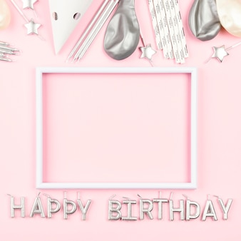 Verjaardag versieringen met roze achtergrond