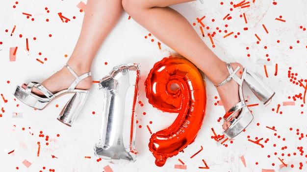 Verjaardagssamenstelling met ballon nummer 19