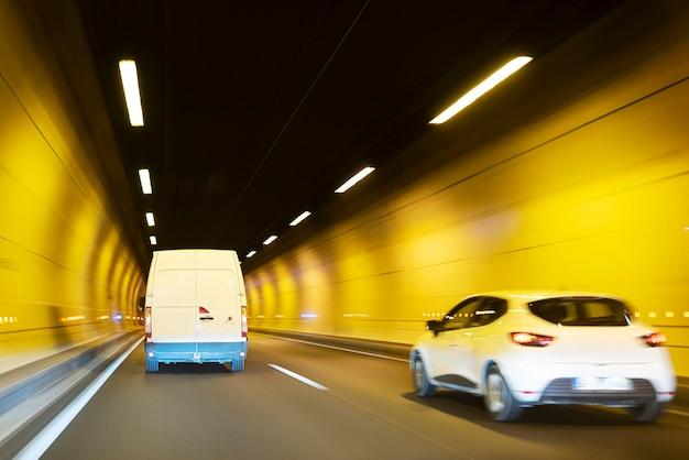 Verkeer door tunnel, lyon, frankrijk