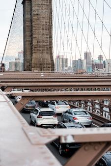 Verkeer op de brug bovenaanzicht