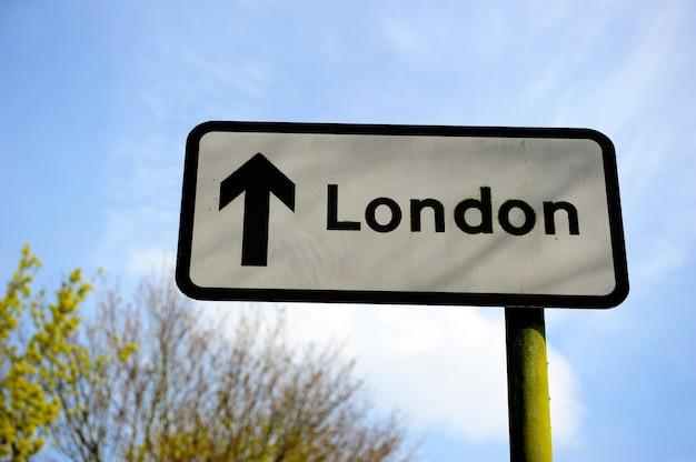 Verkeersbord, de pijl naar londen, engeland, verenigd koninkrijk