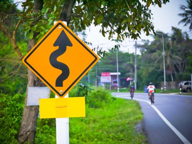 Verkeersbord op de weg