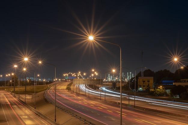 Verkeersroutes gericht op bedrijventerreinen, transportroute, industrieel en transportconcept, soft focus