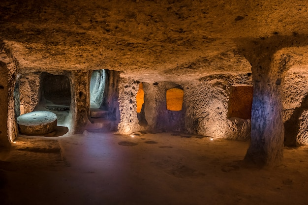 Verken de ondergrondse stad derinkuyu in cappadocië, turkije.