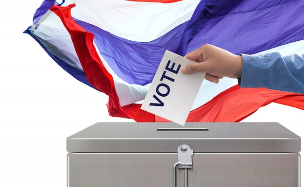 Verkiezingen in thailand, hand die stemmingsdocument verkiezingen en democratieconcept zetten