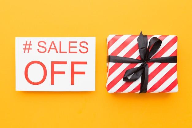 Verkoop cyber maandag concept en geschenkdoos
