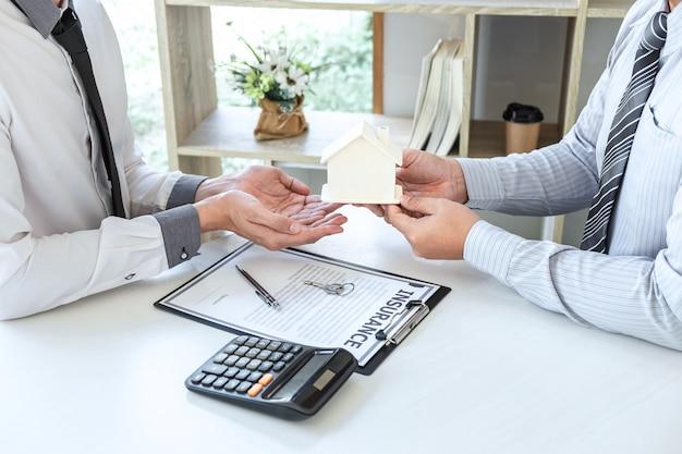 Verkoop koopcontract om een huis te kopen