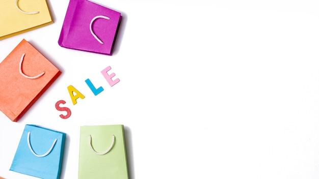 Verkoop met papieren zakken concept
