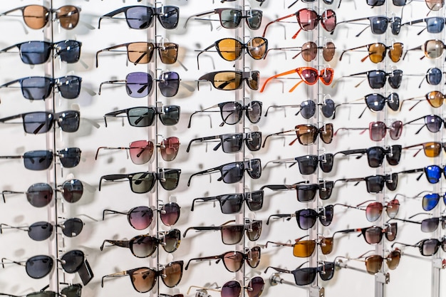 Verkoop rek van zonnebrillen