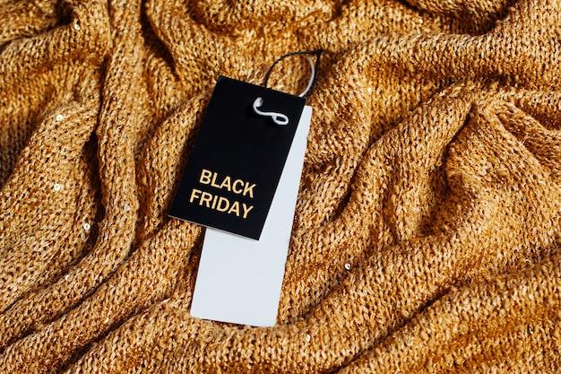 Verkoop-tag met tekst black friday op de gele sparkles