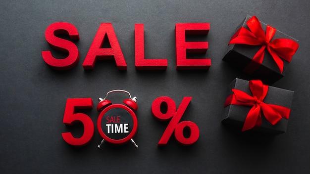 Verkoop vijftig procent korting met klok Gratis Foto