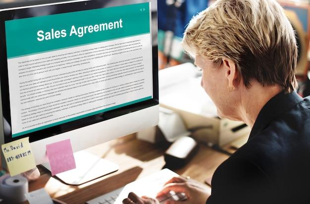 Verkoopovereenkomst verzekering aankoopconcept