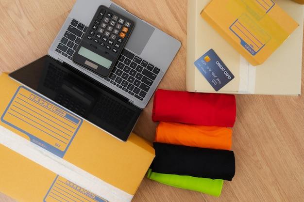 Verkopen online ideeën concept, online verkoper zakelijke winkel thuis