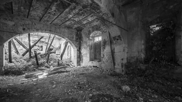 Verlaten en verwoest gebouw