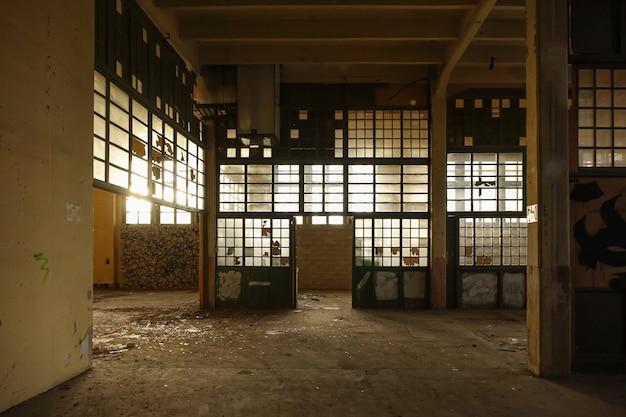 Verlaten fabriek in tarragona, spanje