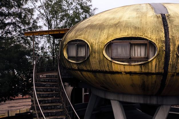 Verlaten ufo-huis in taiwan
