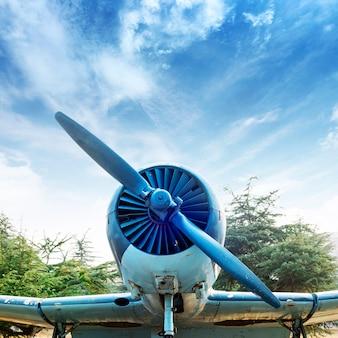 Verlaten vintage vliegtuigen
