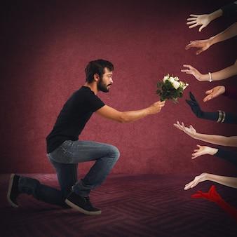 Verleiderjongen die bloemen aan veel vrouwen overhandigt
