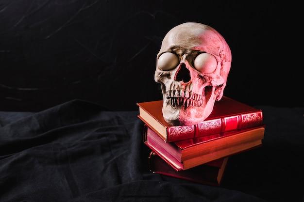 Verlicht door een schedel van rood licht