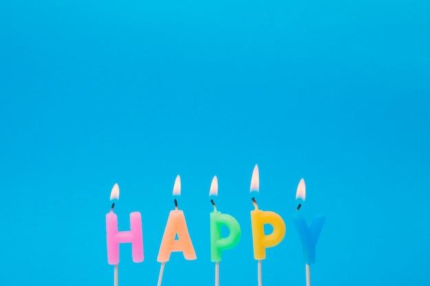 Verlicht kleurrijke kaarsen voor verjaardagsfeestje