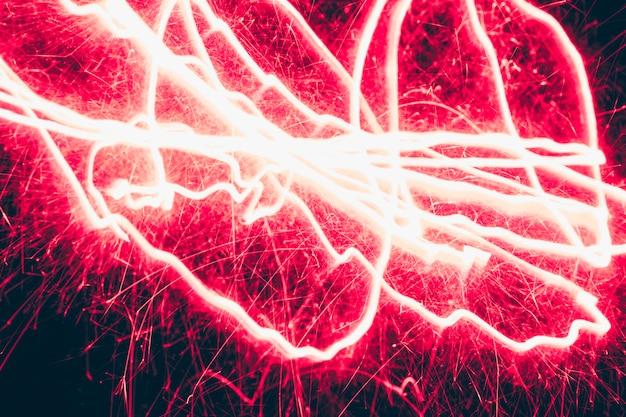 Verlicht rood abstract vuurwerk