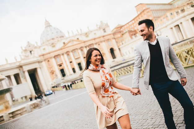 Verliefde paar in het vaticaan, italië