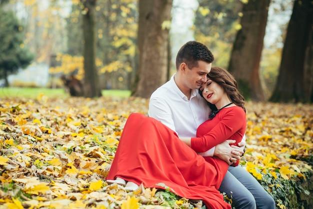 Verliefde paar man en vrouw op een date