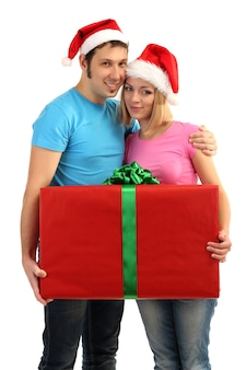 Verliefde paar met cadeau geïsoleerd op white