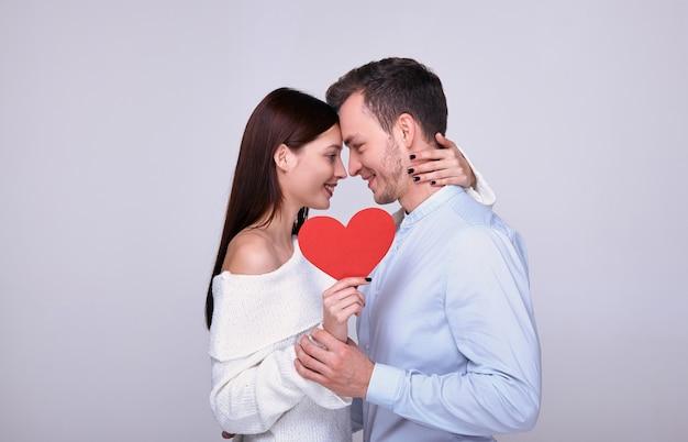 Verliefde paar op valentijnsdag.