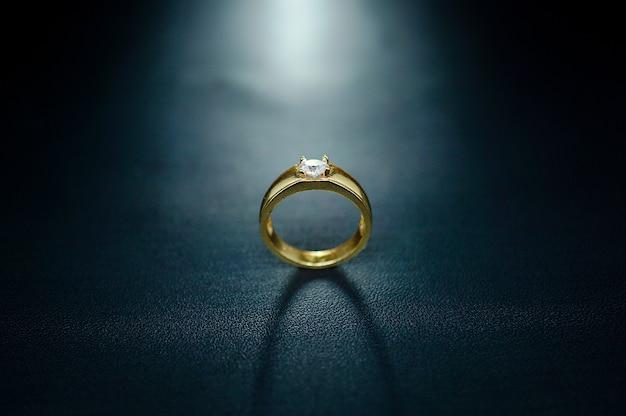 Verlovingsring met kleine parels en glitters