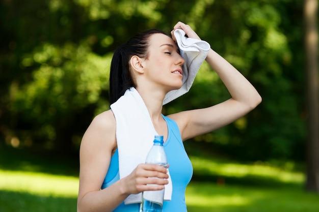 Vermoeide vrouw na het joggen
