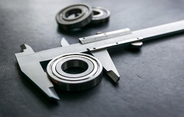 Vernier is een maatstaf voor de banen en de industrie wordt gemeten in centimeters en inches
