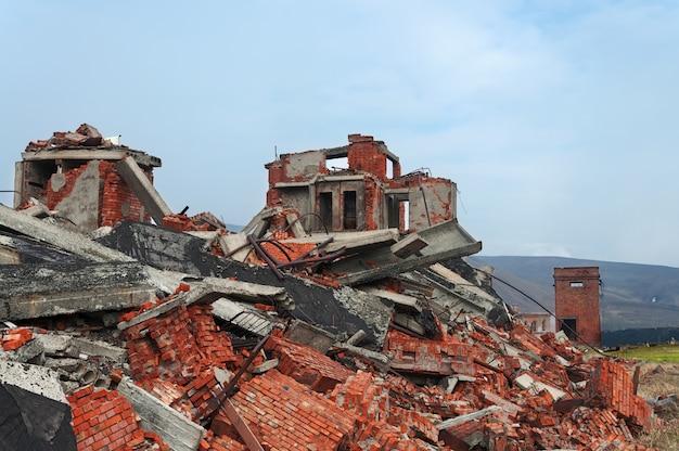Vernietigd en verlaten gebouw