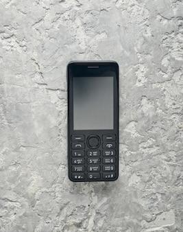 Verouderde knoptelefoon met leeg scherm