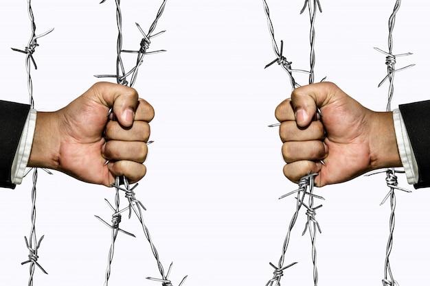 Veroveraar barrières achter prikkeldraad