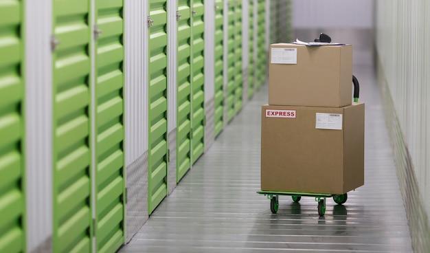 Verpakkingen arrangement in logistiek centrum