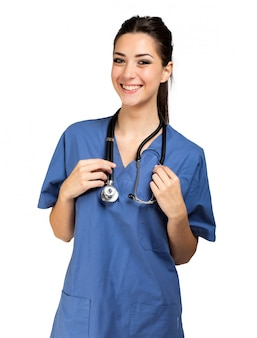 Verpleegsterportret op wit wordt geïsoleerd dat