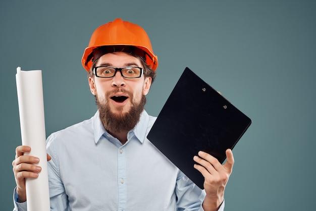 Verrast man werk in de bouwsector succes geïsoleerde achtergrond