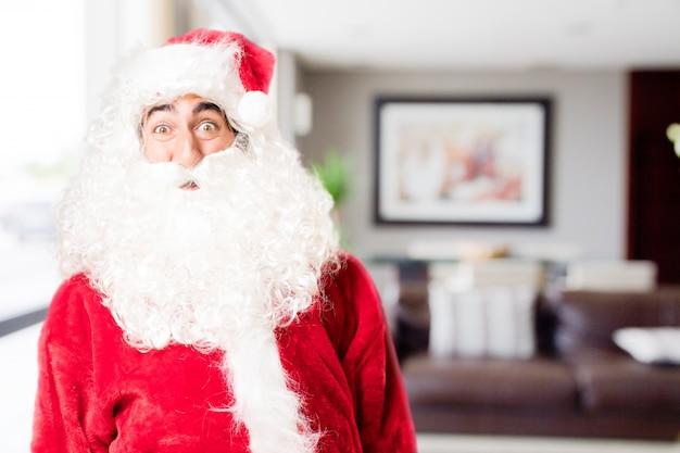 Verrast santa in een huis